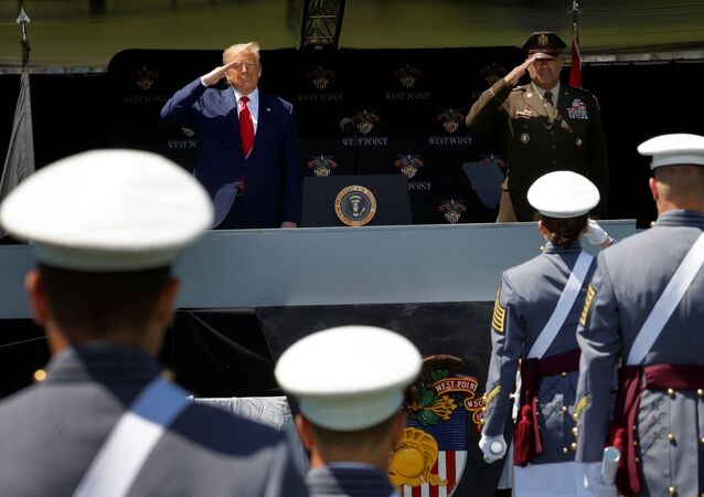 Donald Trump przemawia do absolwentów Akademii Wojskowej West Point w stanie Nowy Jork