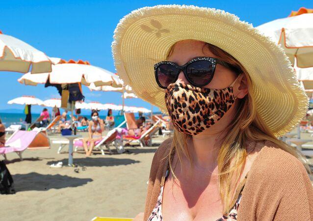 Na plaży w masce