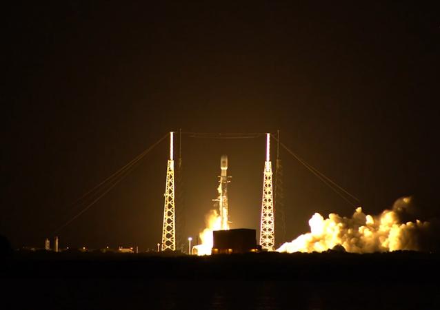 Rakieta Falcon 9.