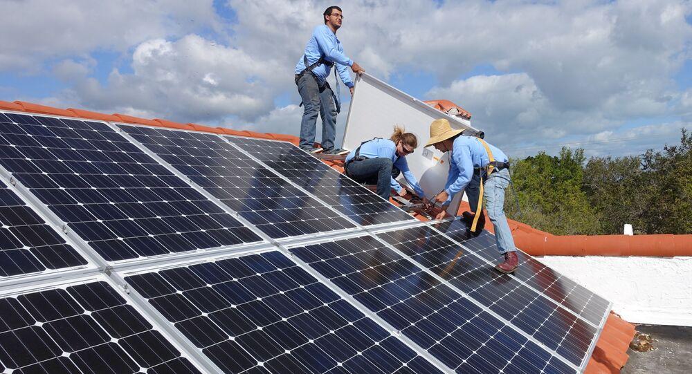 Instalacja paneli słonecznych na dachu