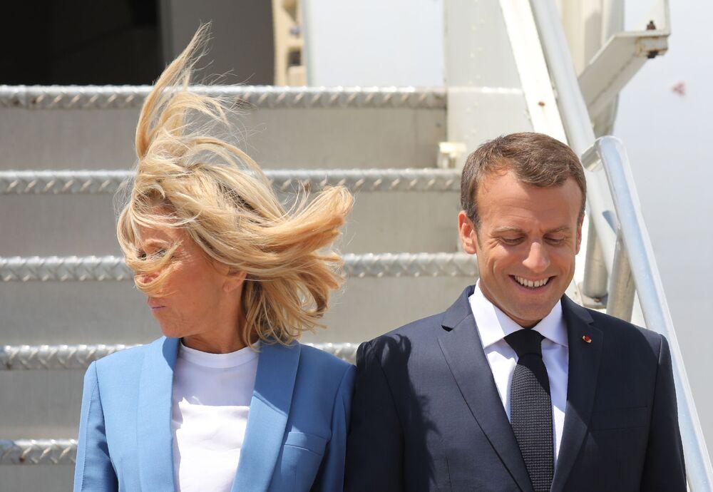 Prezydent Francji Emmanuel Macron z żoną podczas przybycia na lotnisko w Montrealu, 2018 rok