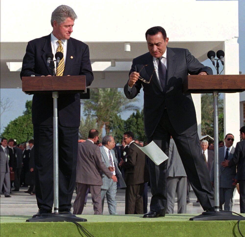 Prezydenci USA i Egiptu podczas przemówienia, 1996 rok