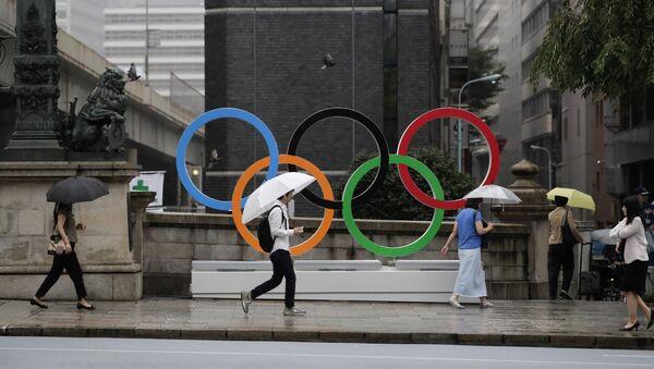 Pierścienie olimpijskie ustanowione na Igrzyska Olimpijskie 2020 w centrum Tokio - Sputnik Polska