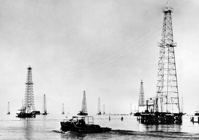 Platformy wydobywcze na jeziorze Maracaibro w Wenezueli, 1948 rok