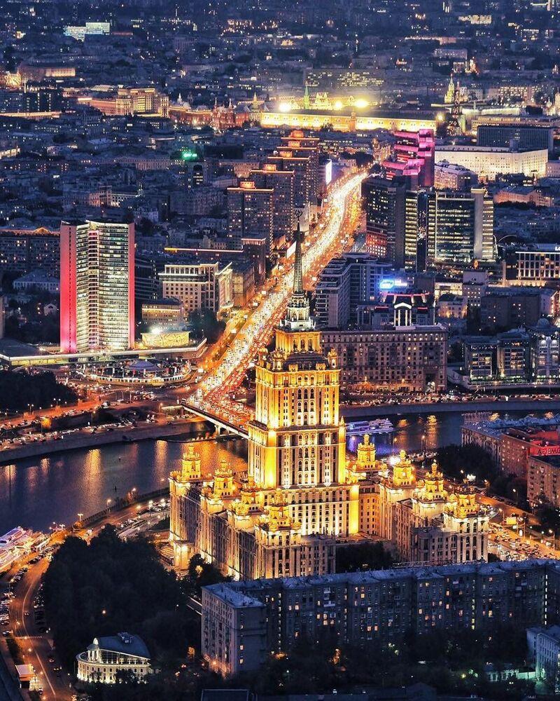Widok na nocną Moskwę z drapacza Wierza Federacja