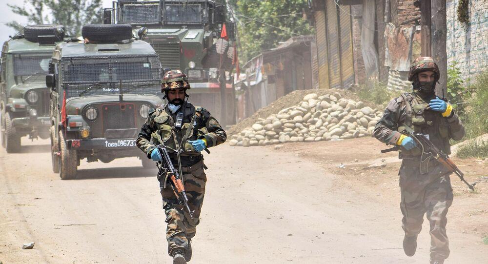 Patrol wojskowy w Południowym Kaszmirze w Indiach