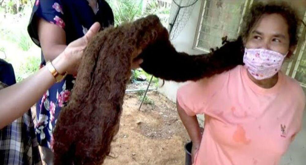 Kobieta z Tajlandii wyhodowała 1,5-metrowy kołtun