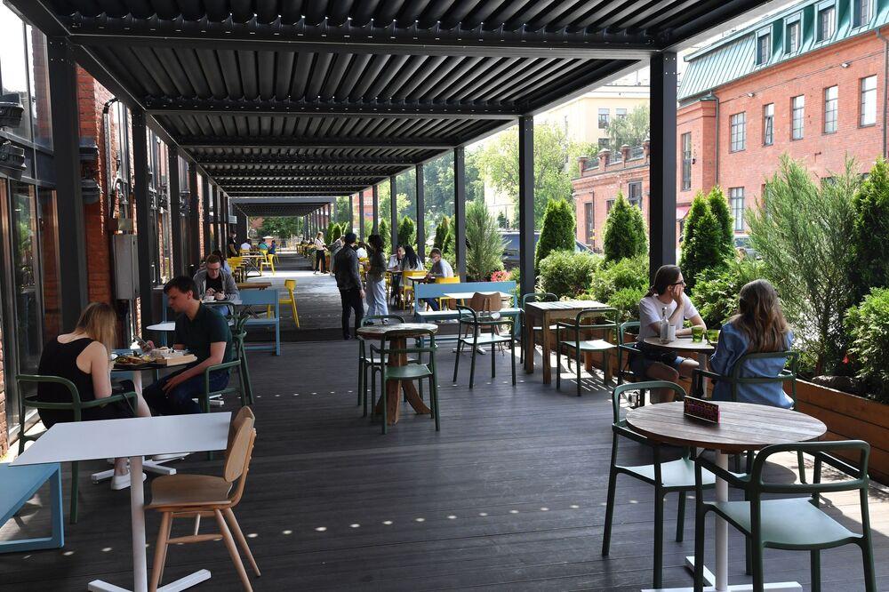 W Moskwie znów otwarte letnie ogródki restauracji