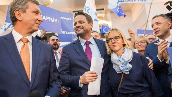 Kandydat na stanowisko prezydenta, obecny prezydent Warszawy Rafał Trzaskowski z żoną Małgorzatą - Sputnik Polska