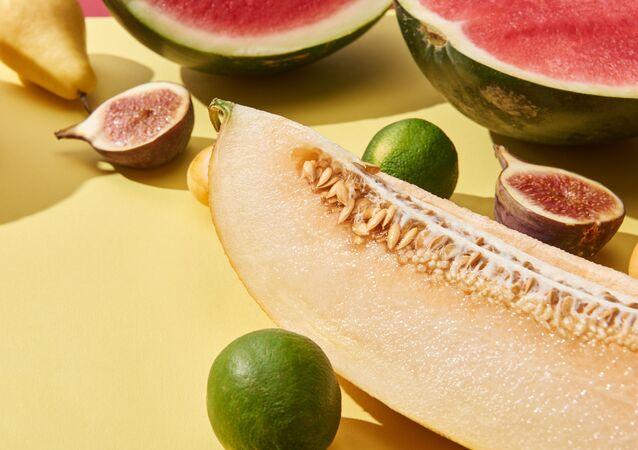 Melon w towarzystwie soczystych owoców