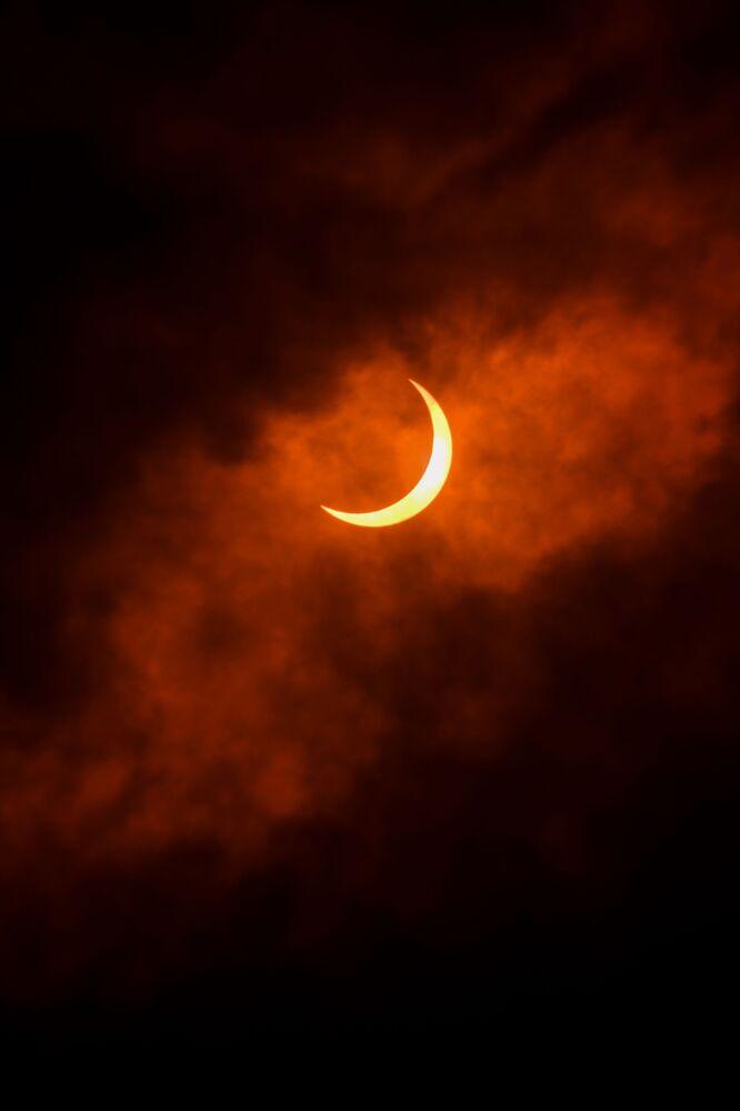 Częściowe zaćmienie Słońca w New Delhi