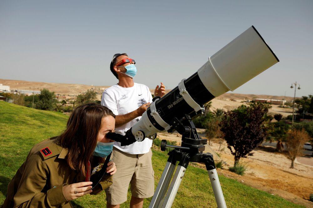 Obserwacja częściowego zaćmienia Słońca w Izraelu