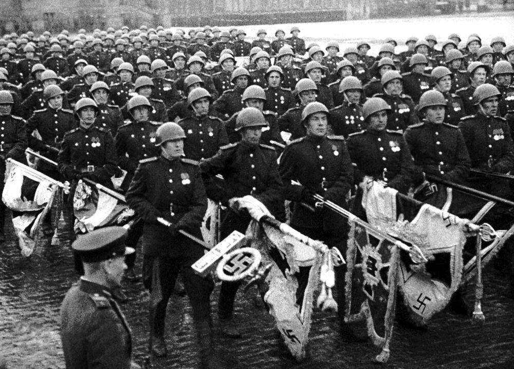 """Kadr z filmu """"Wielkie Zwycięstwo narodu radzieckiego"""""""