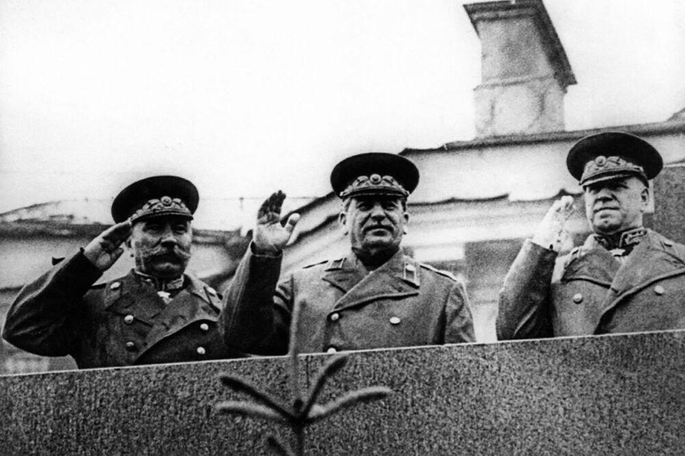 Józef Stalin na Defiladzie Zwycięstwa na Placu Czerwonym 24 czerwca 1945 roku