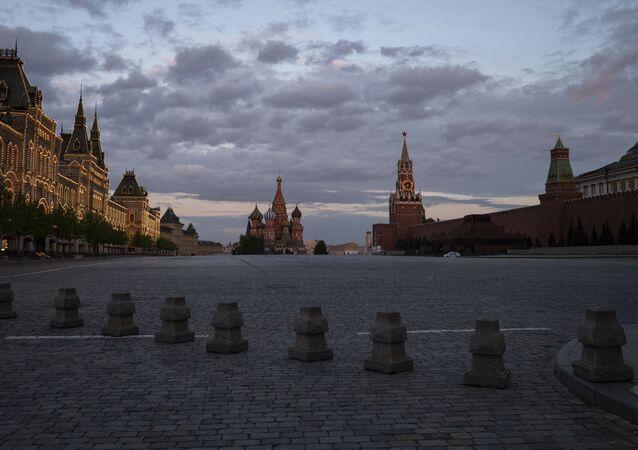 Plac Czerwony w Moskwie w czasie samoizolacji mieszkańców