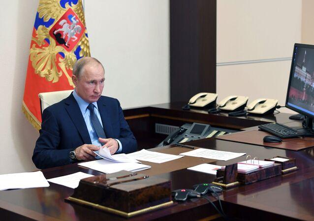 Władimir Putin w swoim gabinecie