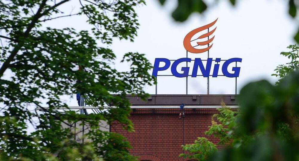 Logo na budynku spółki PGNiG w Warszawie