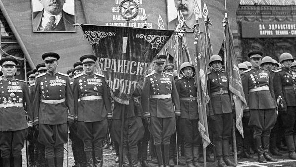 Dowództwo 1 Frontu Ukraińskiego na Defiladzie Zwycięstwa. Pierwszy od lewej - marszałek Iwan Koniew - Sputnik Polska