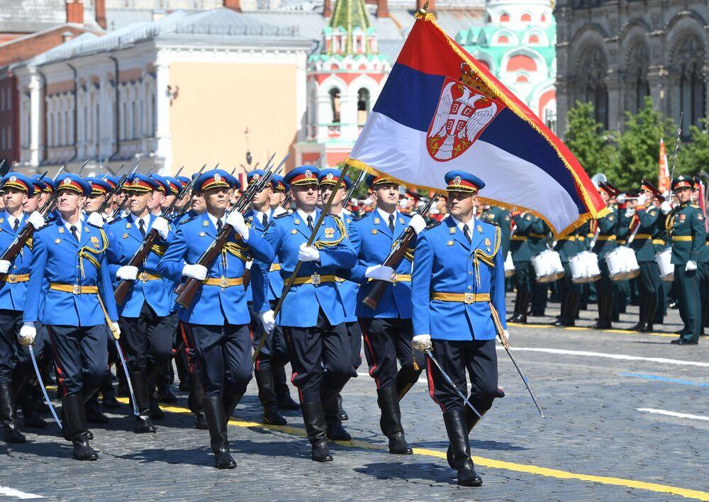 Przedstawiciele serbskiej armii na Defiladzie Zwycięstwa