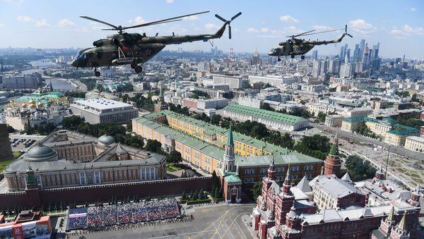 Śmigłowce Mi-8 na Defiladzie Zwycięstwa 2020 w Moskwie - Sputnik Polska