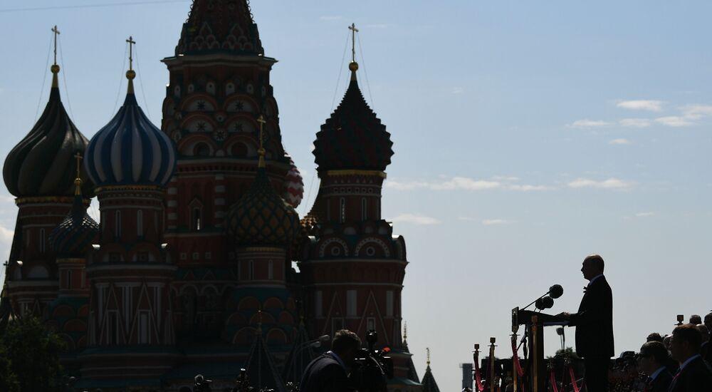 Władimir Putin na Defiladzie Zwycięstwa 2020 w Moskwie