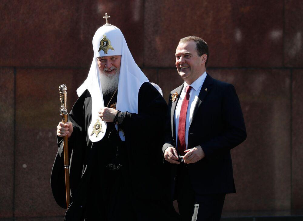 Dmitrij Miedwiediew i patriarcha moskiewski i całej Rusi Cyryl