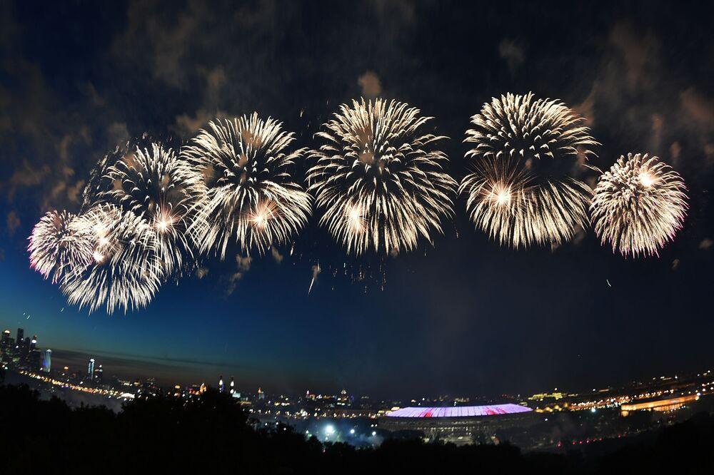 Fajerwerki w Moskwie z okazji 75. rocznicy zwycięstwa