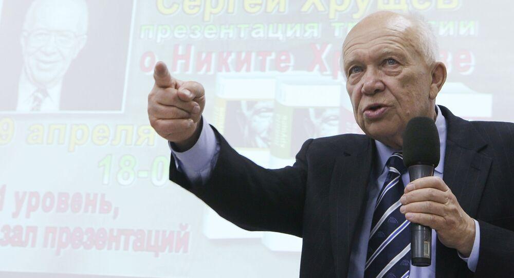 Syn Nikity Chruszczowa Siergiej w czasie prezentacji trylogii książek o ojcu