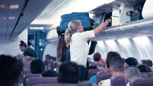 Stewardessa w samolocie - Sputnik Polska