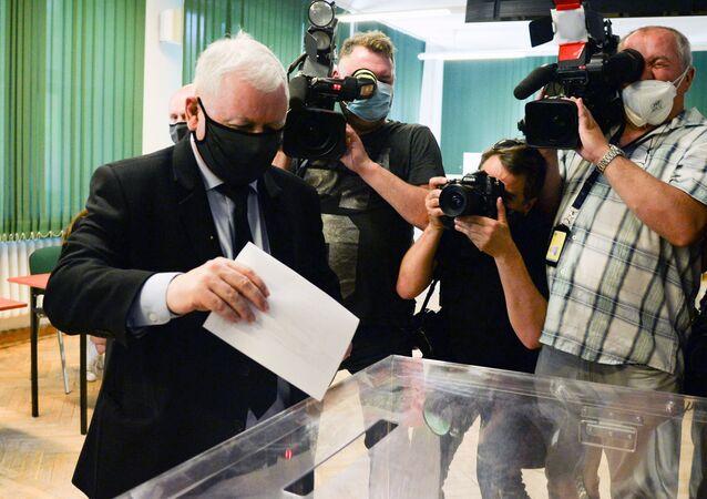 Jarosław Kaczyński głosuje w wyborach prezydenckich w Warszawie
