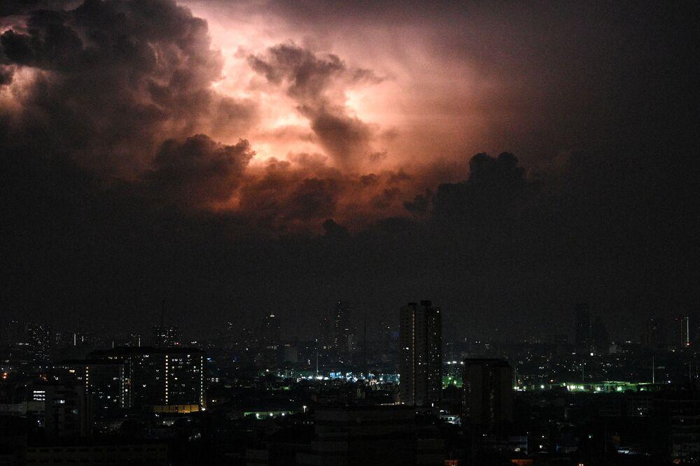 Burza z piorunami w Manili, Filipiny