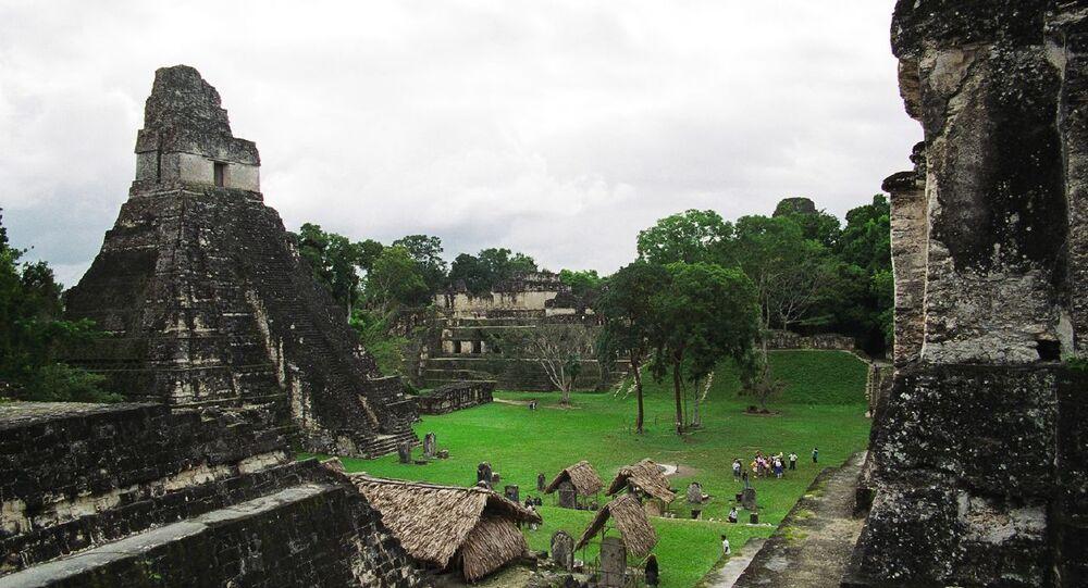 """Świątynia """"Wielkiego Jaguara"""" starożytnego miasta Majów Tikal"""