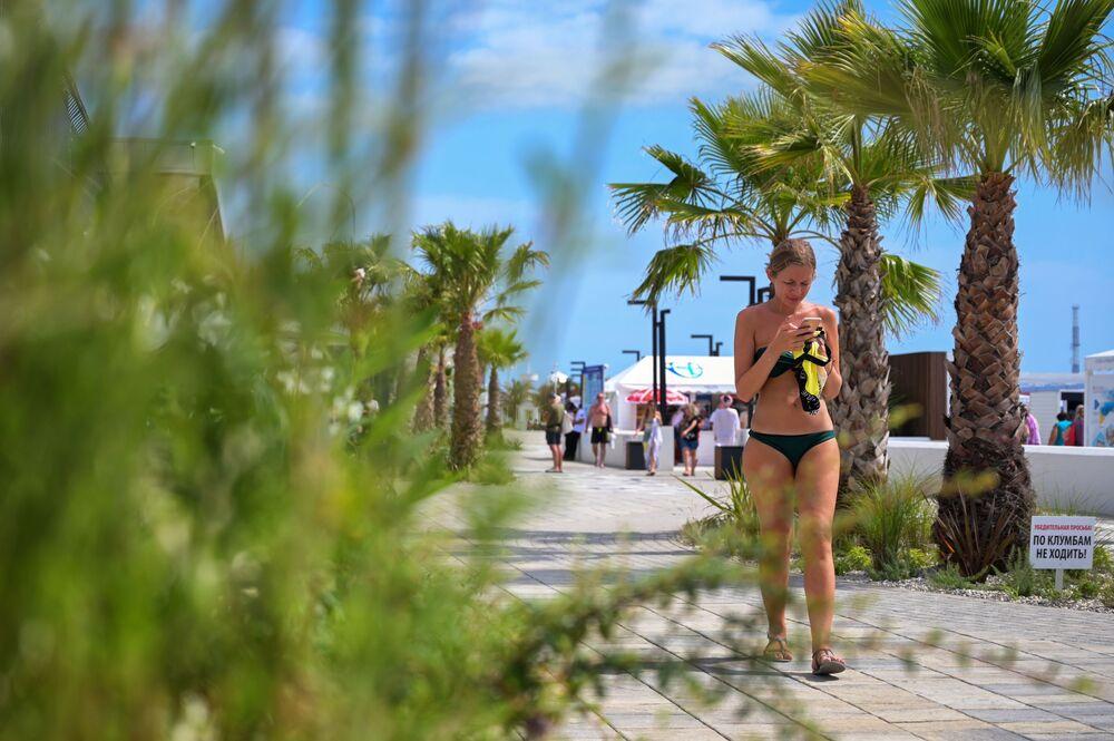 """Plaża """"Riviera"""" w centralnej dzielnicy Soczi"""