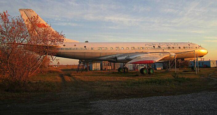 Odrestaurowany samolot Tu-104 w Bierdsku