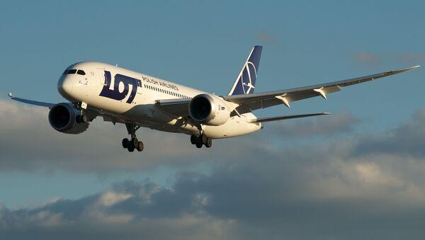 Samolot linii lotniczych LOT - Sputnik Polska