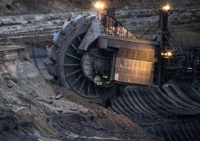 Koparka węgla brunatnego w kopalni Tagebau Hambach w Elsdorf, Niemcy