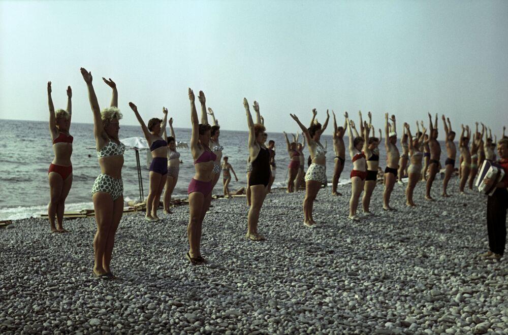 Gimnastyka na plaży, Tuapse, 1963 rok