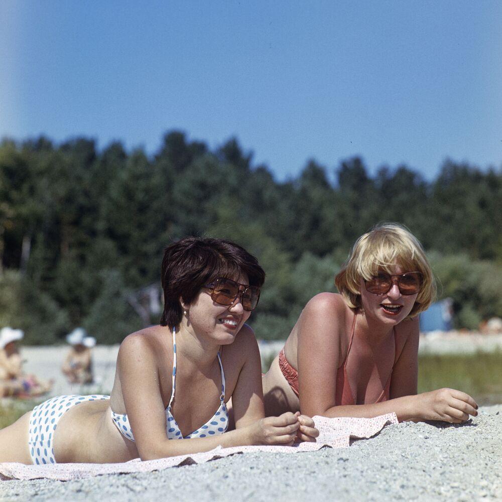 Dziewczyny na plaży, 1981 rok