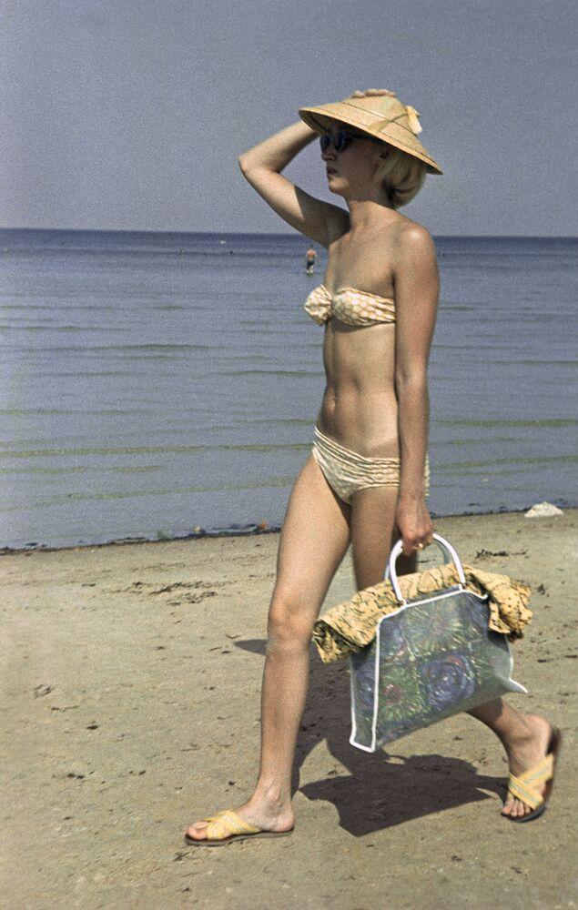 """Zdjęcia fotografa Jakowa Berlinera z serii """"Ludzie i morze"""", 1967 rok"""