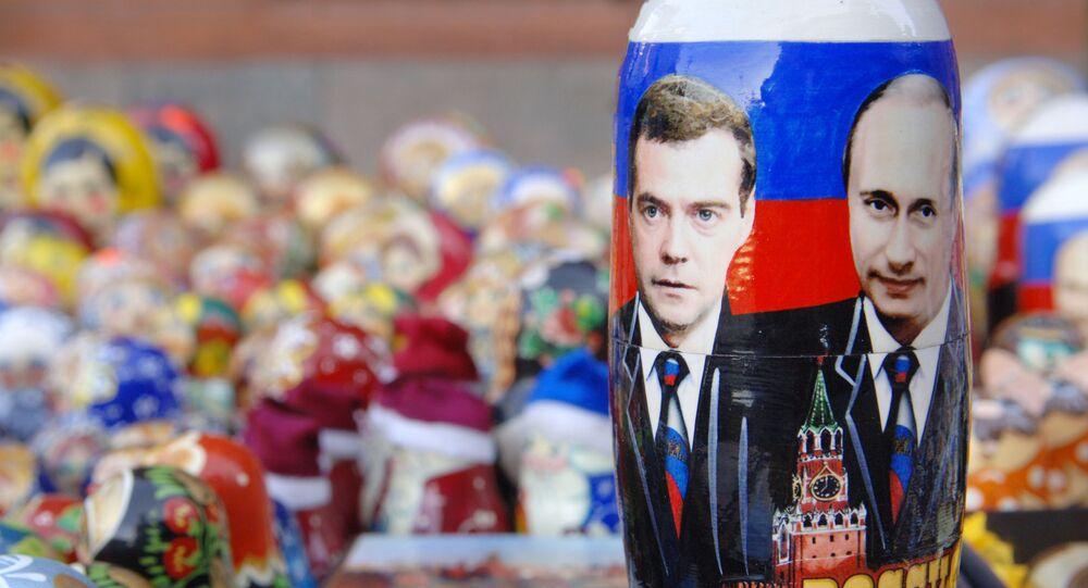 Matrioszka ze zdjęciem Władimira Putina i Dmitrija Medwiediewa