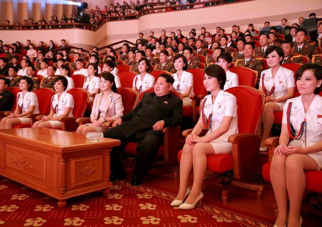 Przywódca Korei Północnej Kim Dzong Un podczas koncertu w Dniu 70. rocznicy utworzenia Partii Pracy Korei