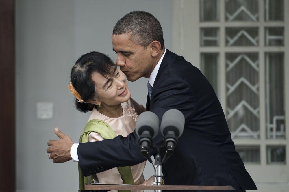 Prezydent USA Barack Obama i polityk Aung San Suu Kyi podczas konferencji prasowej w 2012 roku