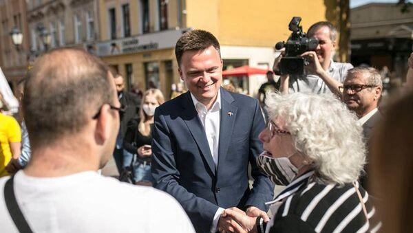 Kandynat na stanowisko prezydenta Polski Szymon Hołownia spotyka się ze swoim elektoratem - Sputnik Polska