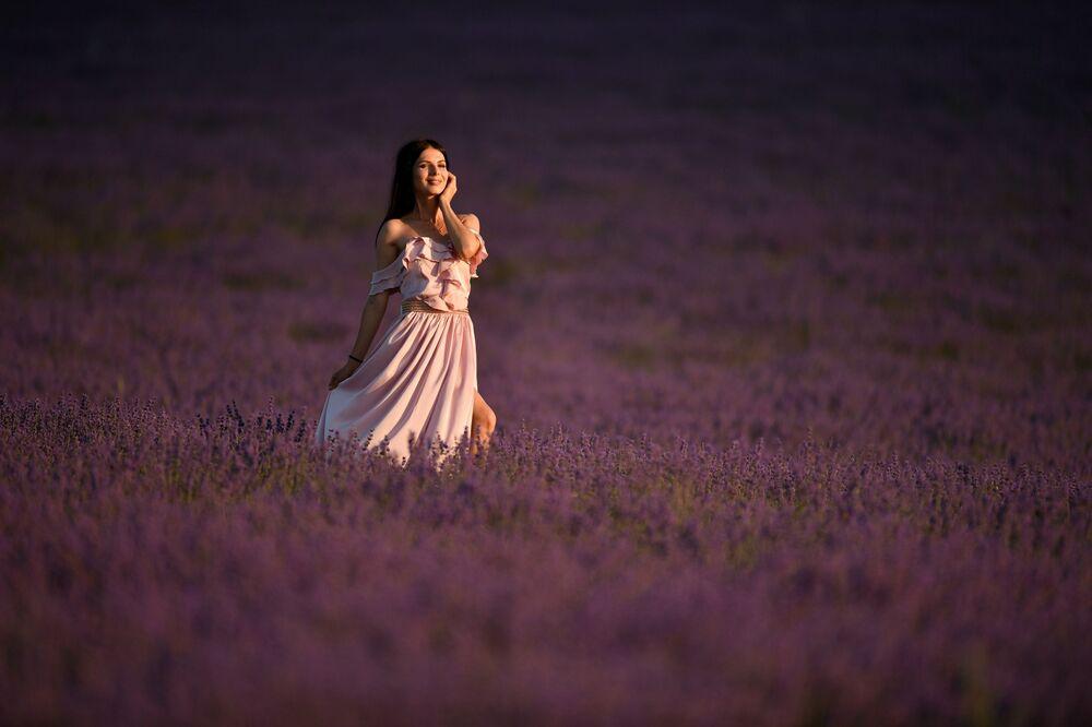 Dziewczyna na lawendowym polu, Krym