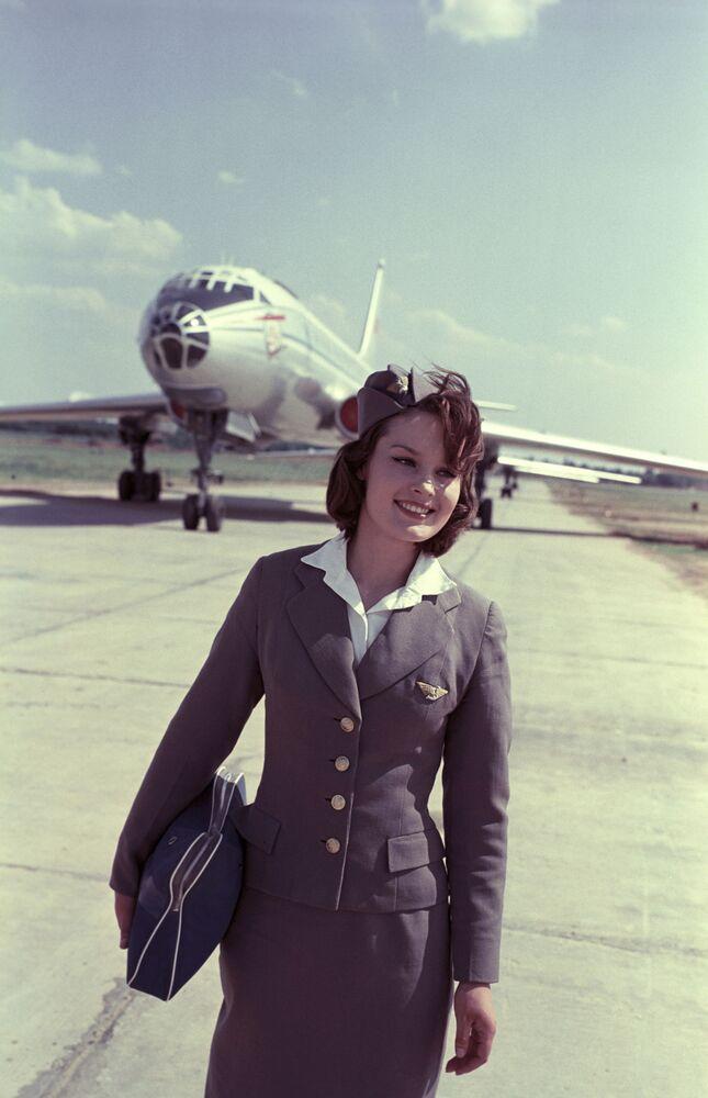 Stewardessa lotniska Szeremietiewo W. Kuprijanowa, 1964 rok