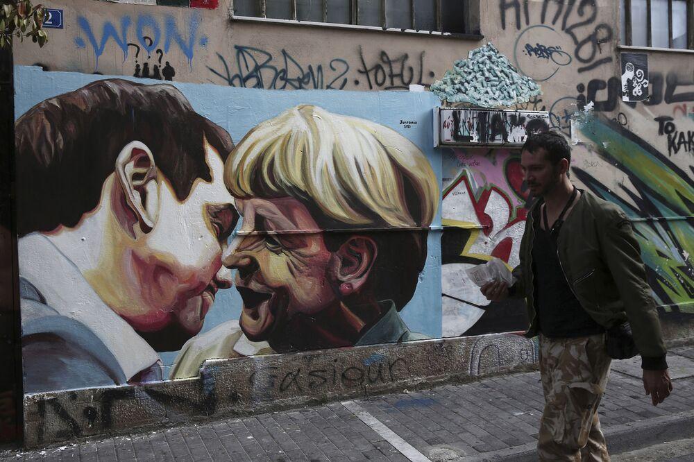 Premier Grecji Aleksis Tsipras i kanclerz Niemiec Angela Merkel na graffiti w Atenach