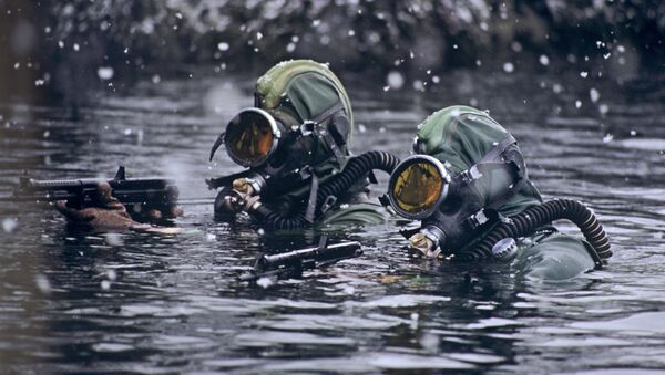 Członkowie jednostek specjalnych na morzu Barentsa - Sputnik Polska