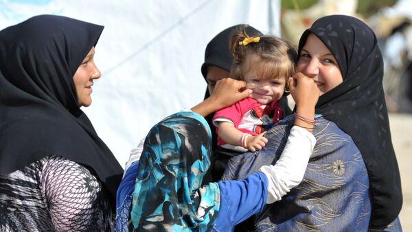 Uchodźcy z obozu w Latakii - Sputnik Polska