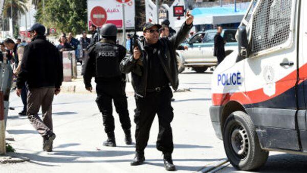 Tunezyjskie służby bezpieczeństwa obok  Muzeum Bardo - Sputnik Polska