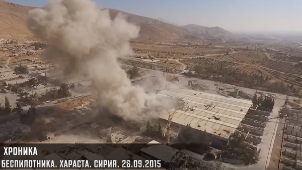 Atak z powietrza. Harasta, Syria - Sputnik Polska